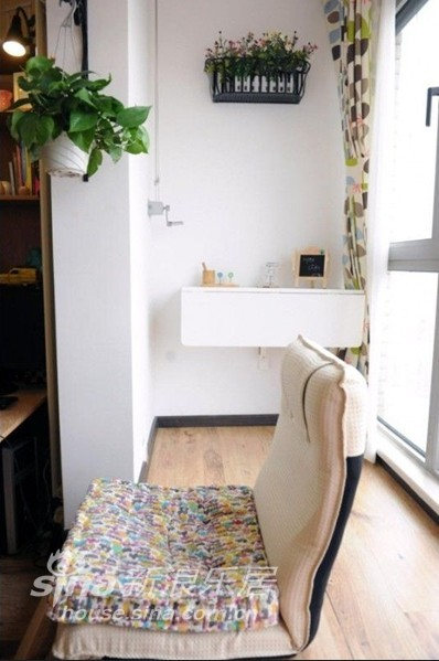 其他 二居 客厅图片来自用户2558746857在撞色混搭+大飘窗 80后童趣可爱新家88的分享