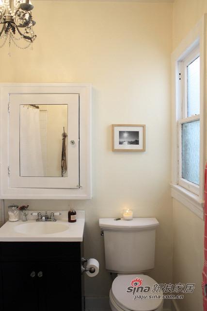 暖色的卫生间墙壁