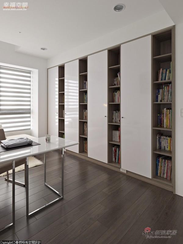 耐磨材质铺陈的书房空间,预防未来刮伤