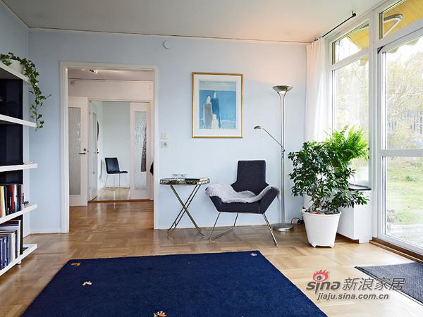 书架,墙壁上的挂画,小椅子,绿色植物,小清新的家居是不是就该这么布置?