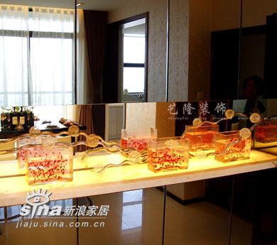 简约 四居 餐厅图片来自用户2737782783在艺龙装饰实景二96的分享