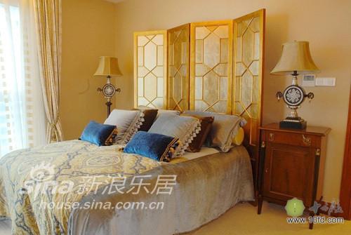 阿拉伯风情客卧,简单床垫营造清新感觉