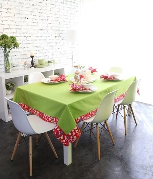 果绿拼接餐桌布,设计简洁,摒弃了众多浮华元素,力求能将清新纯美的田园风和简约时尚的现代感,很好的融合在一起。