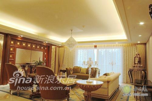 客厅全貌,美式古典的风格非常明显