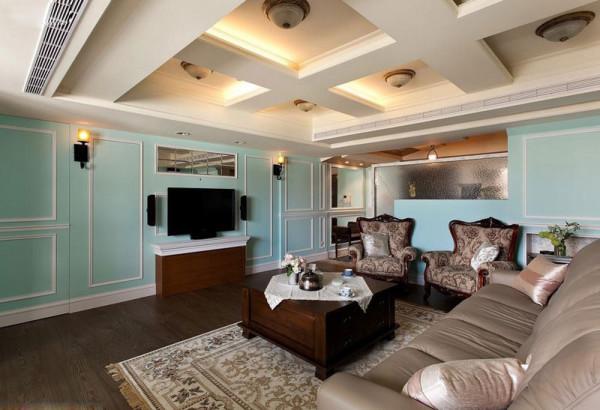 看清新的客厅,搭配古典家具,很有美式的味道~