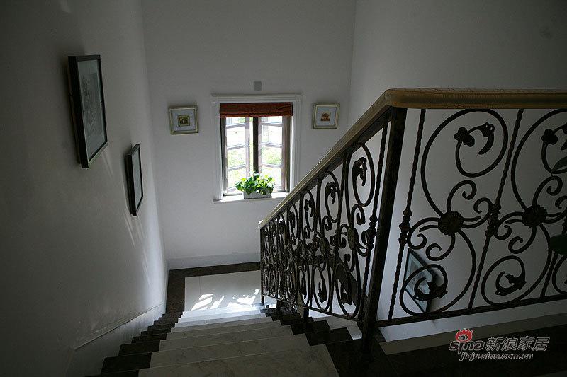 欧式 别墅 楼梯图片来自用户2757317061在帕缇欧香聚通装潢设计案例22的分享