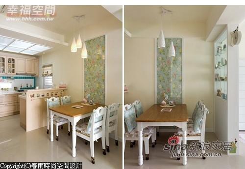 白色餐桌椅以木作桌面营造乡村风