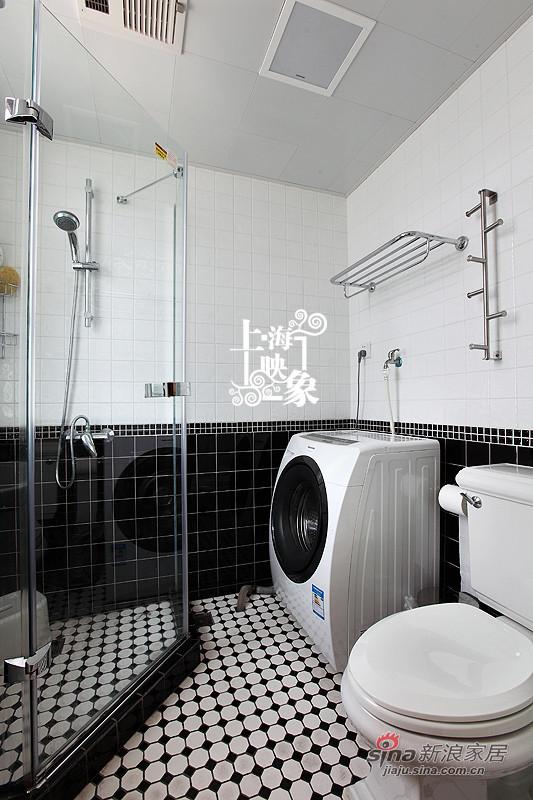 黑白色的卫生间