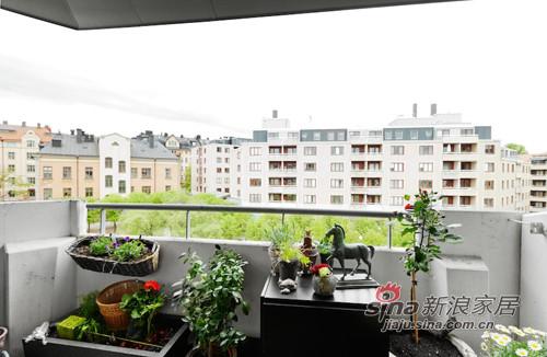 混搭 三居 阳台图片来自用户1907689327在撞色主义4.5万装90平时尚公寓56的分享