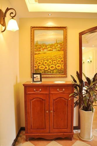 小小的一个柜子,这个地方是一个玄关