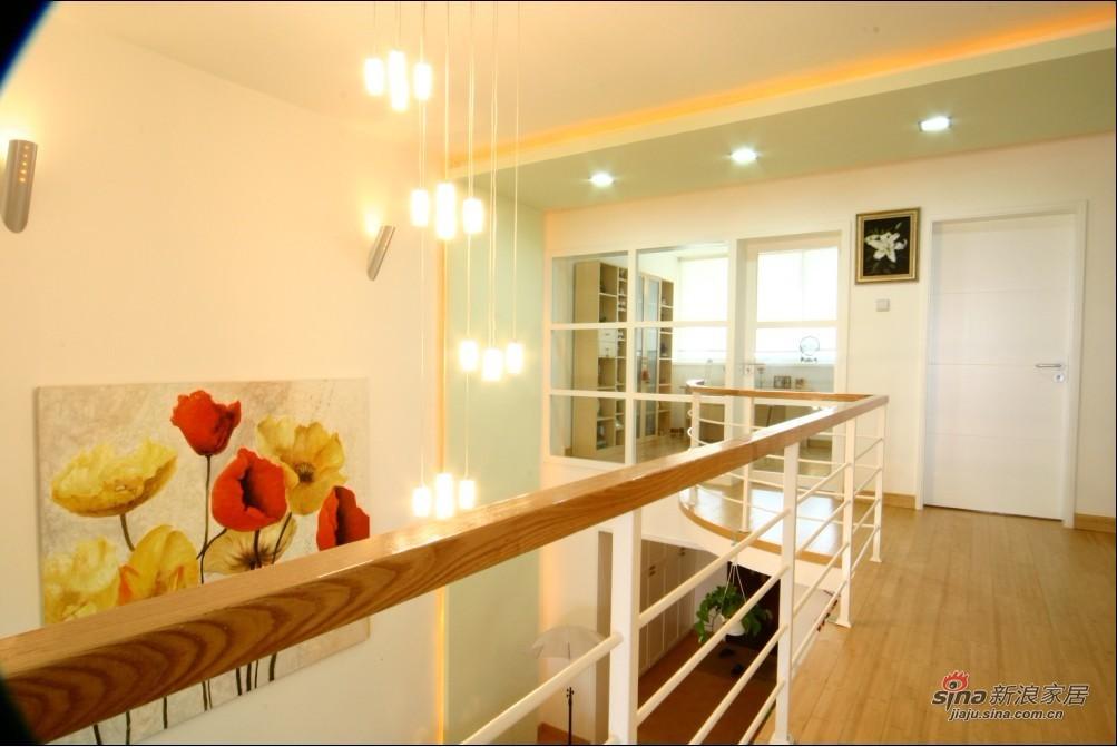 简约 复式 客厅图片来自用户2738845145在11万打造170平米复式简约温馨爱家实景93的分享