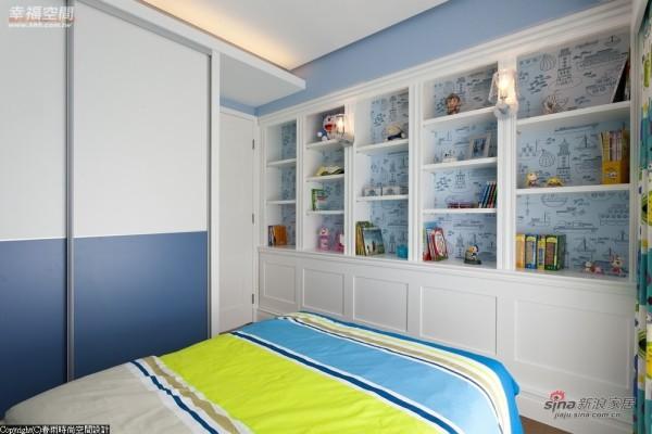 浅蓝色调为主色调,将白色书柜衬托的更高雅