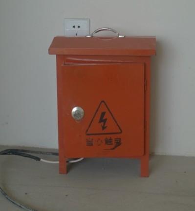 施工现场物料分类堆放,摆放整齐,垃圾及时清运,配备5公斤干粉灭火器2具,施工专用配电箱1台。