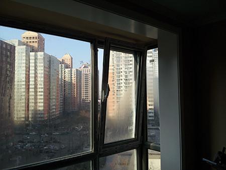 装修经验:现在老房装修,窗户若不是断桥铝的,最好换了,隔音和保温效果好,有小孩还可以改开成平开上旋。