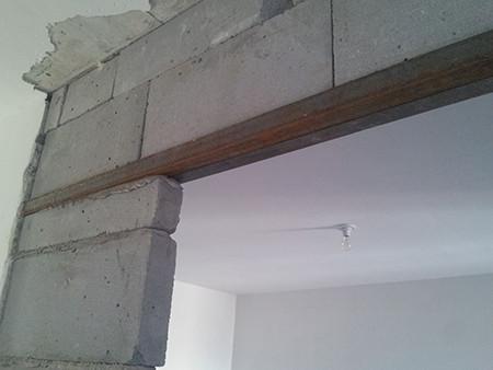 门洞过梁采用强度高,安全系数大的角钢,耐磨保证工程质量.