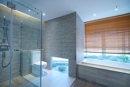 淋浴房砖贴好要试水