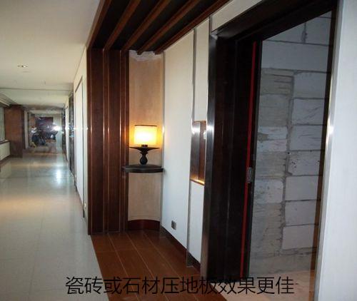 瓷砖或石材与地板收口处采用瓷砖或石材压地板效果更佳。