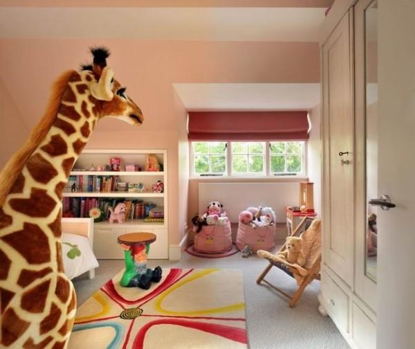 屋子里放些玩具让小朋友不再那么孤单