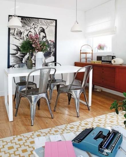 铁艺的餐椅很特别
