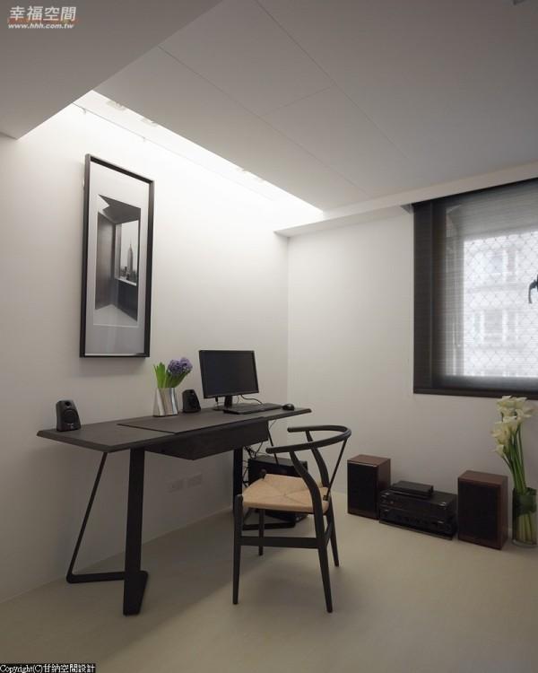 保留空间的干净简约,以设计感家具突显空间主题。