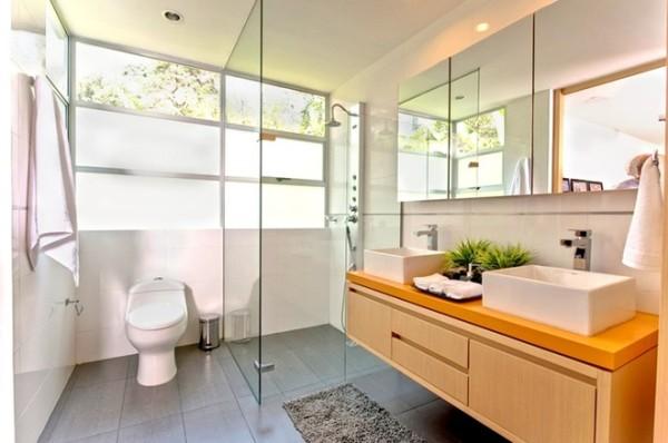 玻璃各段的洗手间
