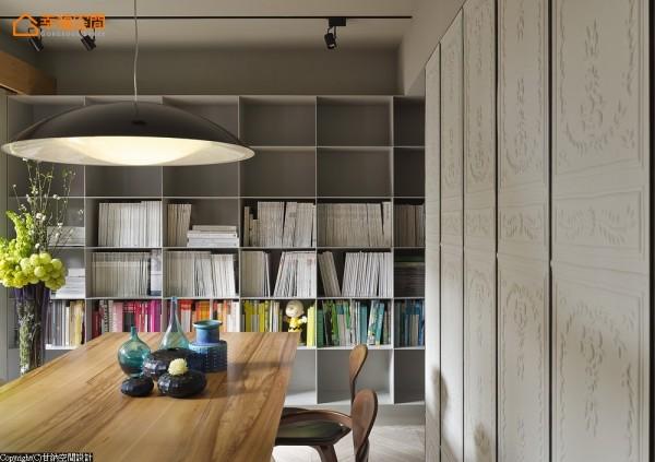 让西方古典和老旧建筑的味道,在十六坪的小空间里重新磨合,找到融洽的共处方式。