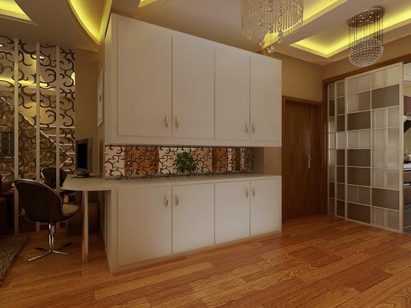 沙发隔壁设计为休闲区域,白色的家具、中间同样选用镂空镜面装饰,跟沙发背景墙相呼应。在客厅休息的时候,可以看电视,也可以上网,很舒适自在 。
