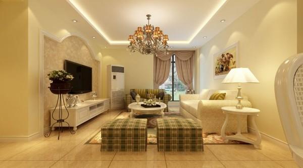 居室内部的布置简洁明快,生活气息浓厚,米黄、绿色条纹色调的运用突出了家的温暖,无需繁复的铺张点缀,简简单单平平淡淡中自见 真情。
