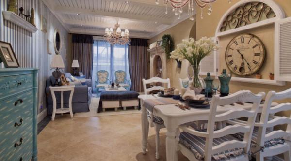 餐桌配饰都以地中海式的蓝白色为主,尽显超自然清新、浪漫之风。