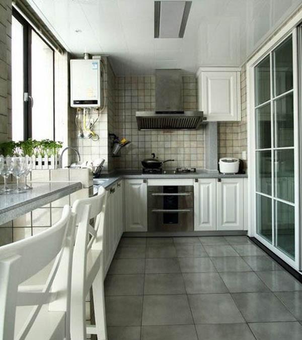 """综合考虑厨房的格局,安装整体橱柜,合理利用空间。推拉式方格玻璃门,一来节省空间,二来是完美实现了田园风格装饰。一盆绿植是打造""""绿色空间""""不可或缺的一笔。小吧台也增添了不少生活情趣。"""