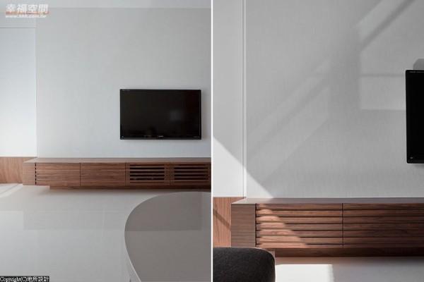 运用编织手感般的壁纸铺陈,细细品味纯粹空间中的内敛雅致,将视听设备巧藏于下方机柜,同时不忘预留散热通风。