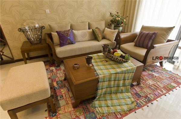 色彩浓艳的地毯,手工编织制的藤制家具静立在一旁,此刻恬淡的心静也随之荡漾起来。