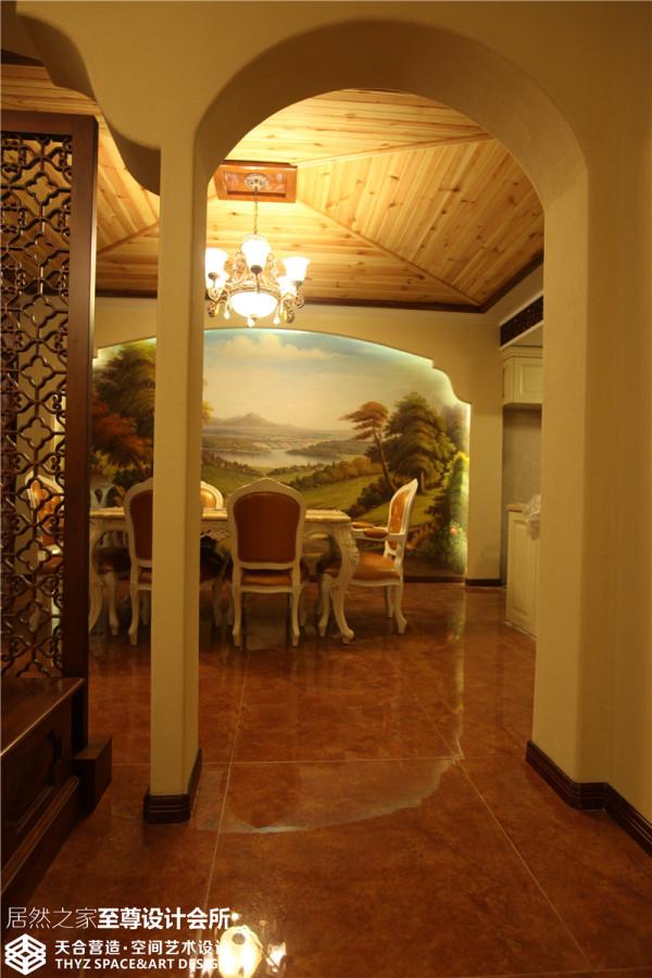整面手绘作为餐厅背景