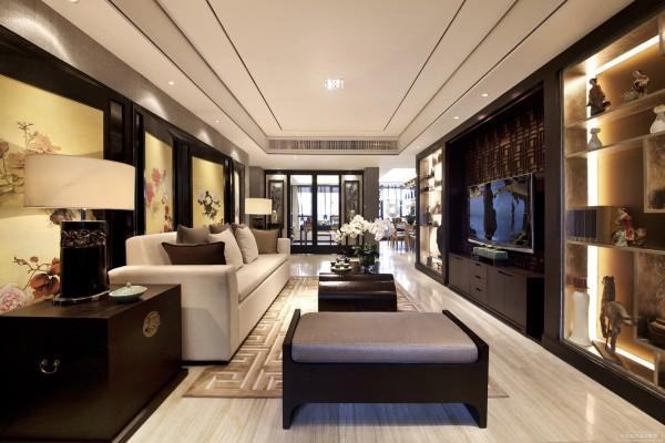 整体的设计风格自然简约,同时又照顾到各个细节。注重现代功能设计让这里给人感觉开阔、流畅,各种陈设的挑选和运用,让居住的室内空间更显主人的文化底蕴深厚。
