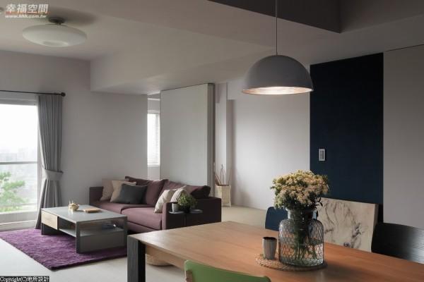 活动式门片让书房(客房)成为视线的延伸,也让形随机能的设计语汇贯彻,增加空间无限可能。