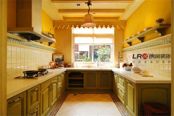 连厨房也是清新的绿