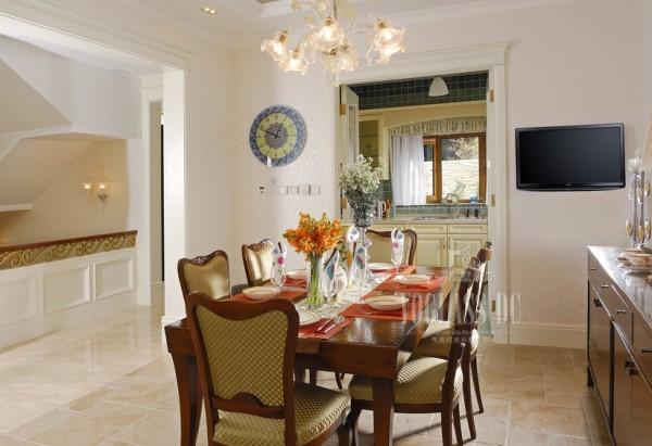 餐厅的设计以实用为主,一些欧式元素的点缀,让空间充满了美好!有一种回归乡村的感觉!