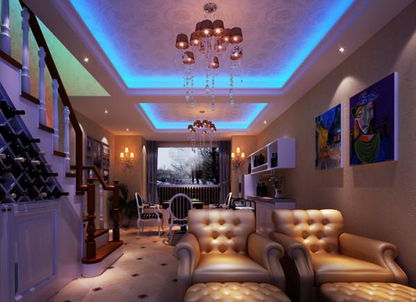 地下一层影视厅,空间的合理改动与周围空间墙体完美结合,神秘感的蓝色灯池刚好的突出了影视厅的气氛。