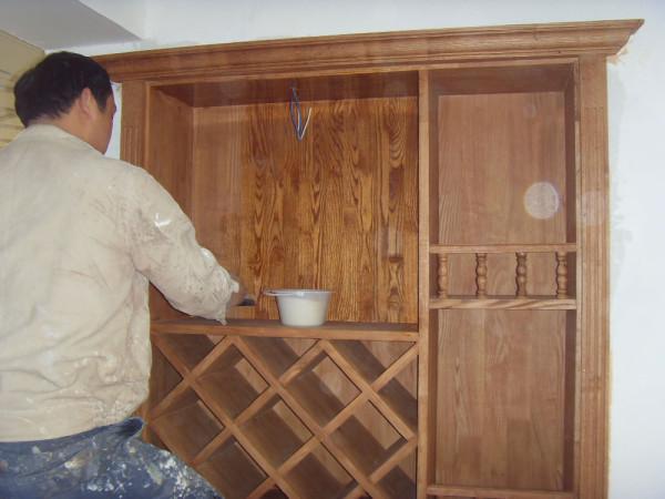 餐厅酒柜 油漆施工中