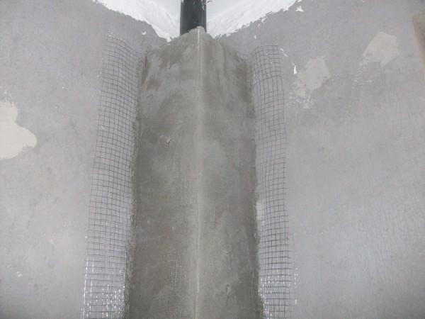 轻体砖墙铺贴铁丝网,防止贴上瓷砖开裂