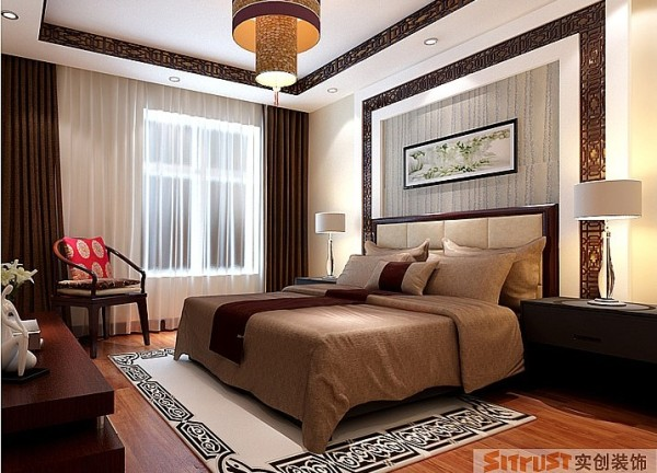 主卧沿用中式风格的雕花装饰,红木家具配上深咖色的布艺窗帘,典雅有韵味。