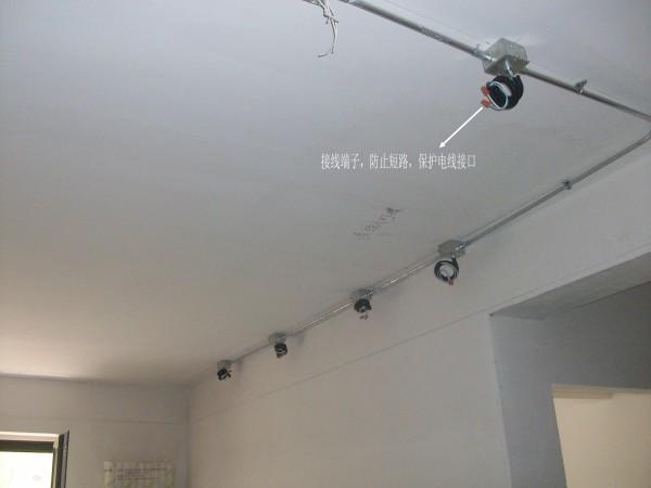 """合建装饰创造的""""快速接线端子""""接线工艺。接线端子寿命更长,更耐老化,不宜腐蚀,不易脱落,连接可靠,接触电阻小,效率提高80%以上,安全节能"""