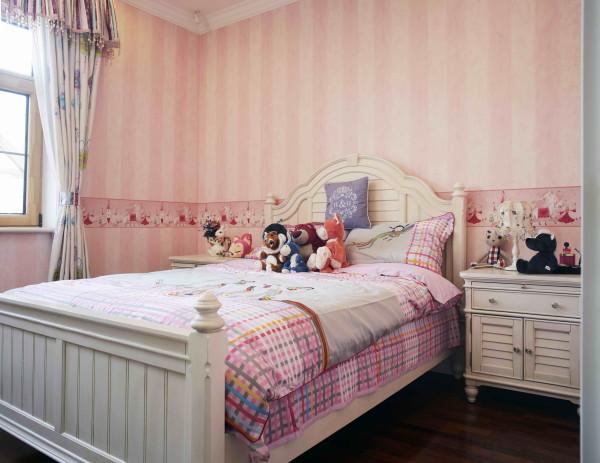 西山林语 420平米 混搭装修风格,女儿房这个房间,是温柔的粉色,想象女儿在这里欢快的场景,这样的意境,应该很贴切吧!