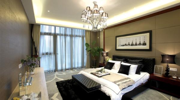 本案所有装饰元素尽可能的简单,没有复杂的造型,从分的释放空间,使空间尽可能的大,客厅背景墙使用了灰镜进一步的拉伸空间,使视觉最大化,室内的灯简洁而不简单,更添加了室内空间的美感与情趣