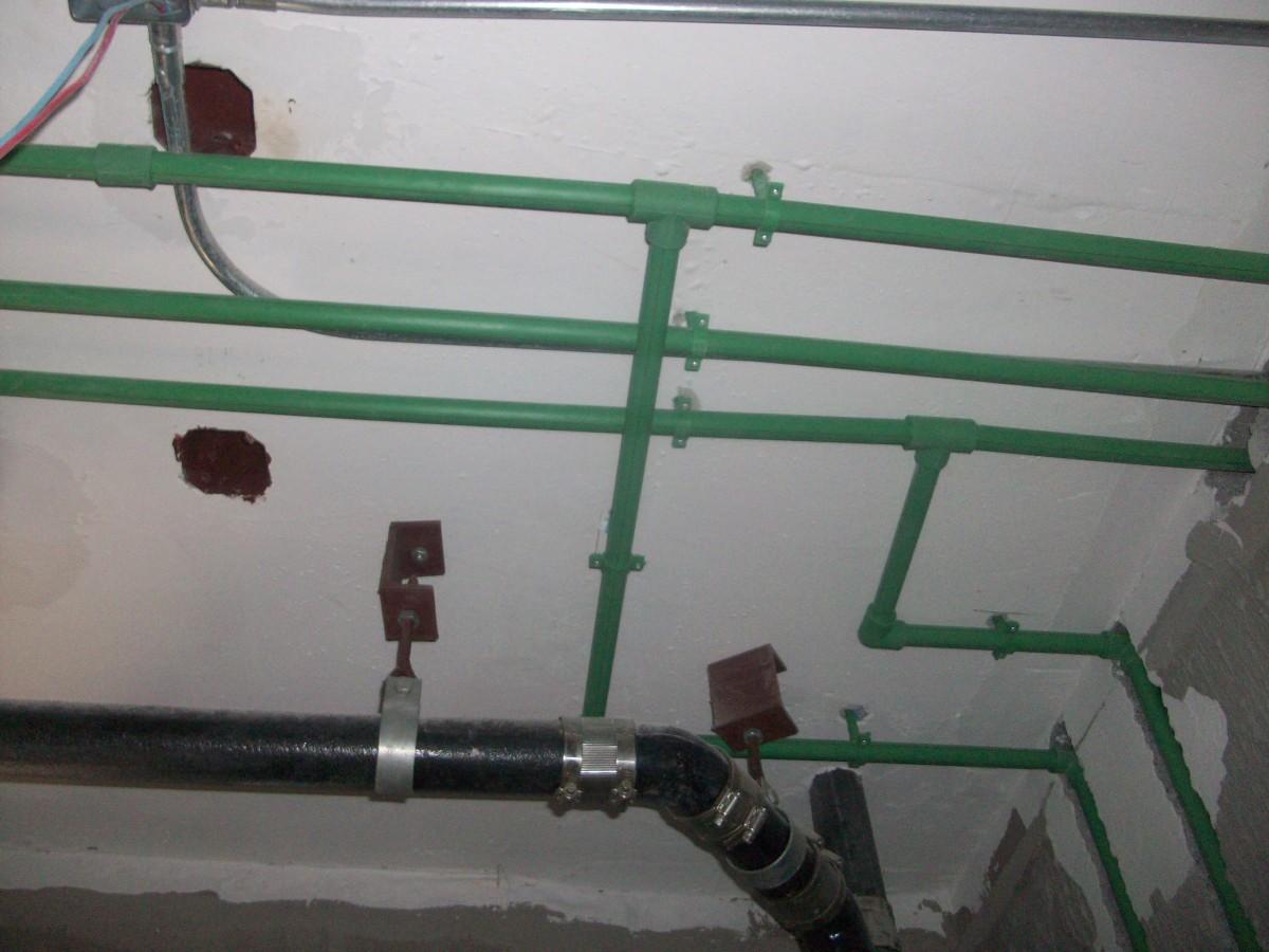 立面墙体严禁横向开槽,暗线开槽时,实墙槽内刷防水,顶面布线水电路