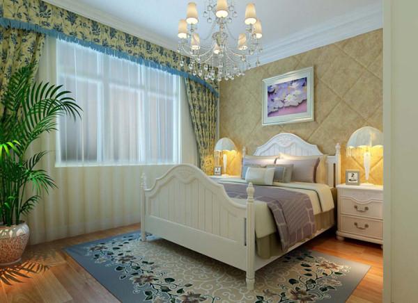 软包床头背景和碎花窗帘的搭配打造些许奢华。