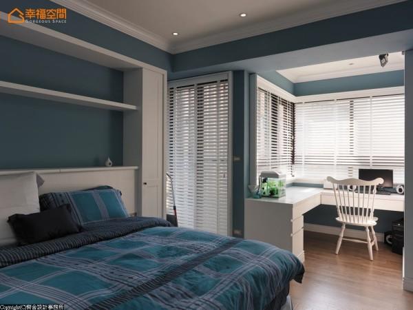 灰蓝色的男孩房,每一个小细节都有令人惊艳的感动,让居家空间绽放独特的舒缓氛围。