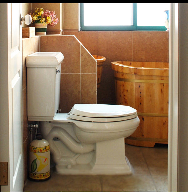 健康自然的木桶,都是木的,都是纯天然的,看上去就好清新,细致到一个纸巾盒也是木质的。