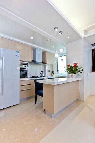 最先来一张客厅的吧,开放式的厨房设计