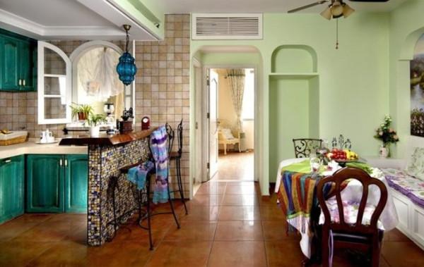 厨房餐厅的文化砖超级复古,过道就能看见主卧的门厅